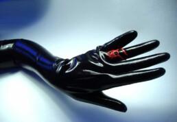red rose ring with thorns on latex glove schwarze rose ring mit dornen schmuck